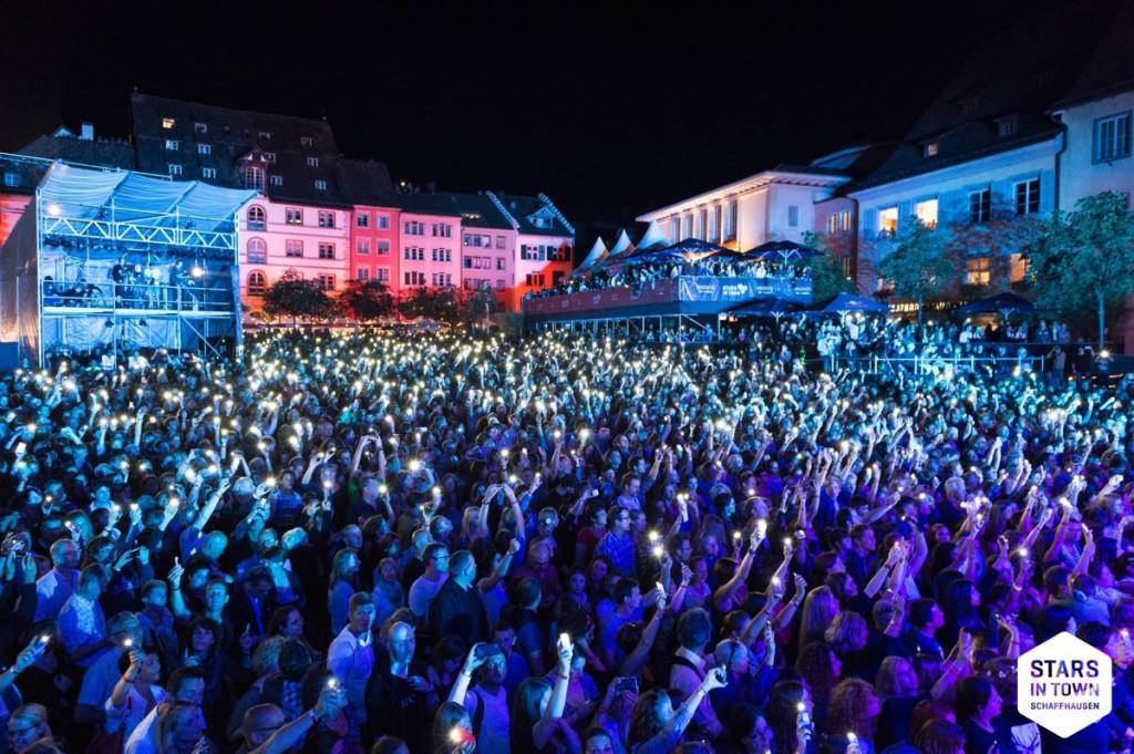 Lichtermeer während dem Hurts-Konzert am Stars in Town 2014 in Schaffhausen (Bild: ©Stars in Town)