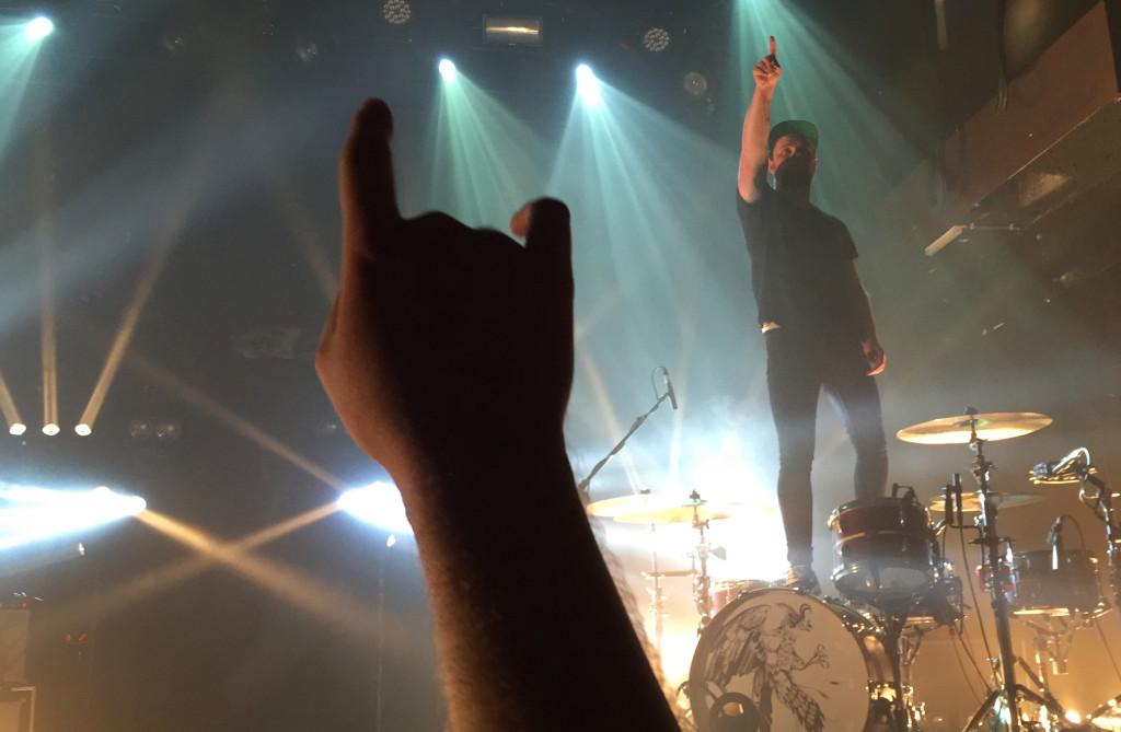Royal Blood Schlagzeuger Ben Thatcher nach dem Auftritt in Zürich