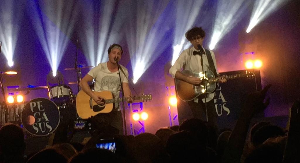 Bastian Baker und Noah Veraguth beim Pegasus-Tourabschluss-Konzert im Kaufleuten